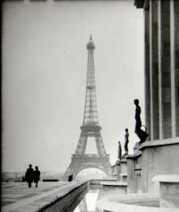 Eiffel_Tower_1945