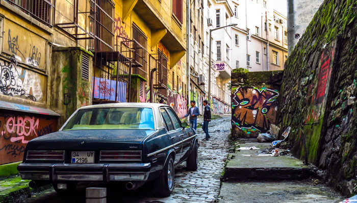 old-car-and-kids-with-graffitti-istanbul